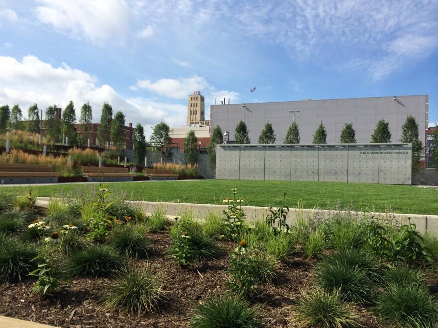 photo of Akron Art Museum garden
