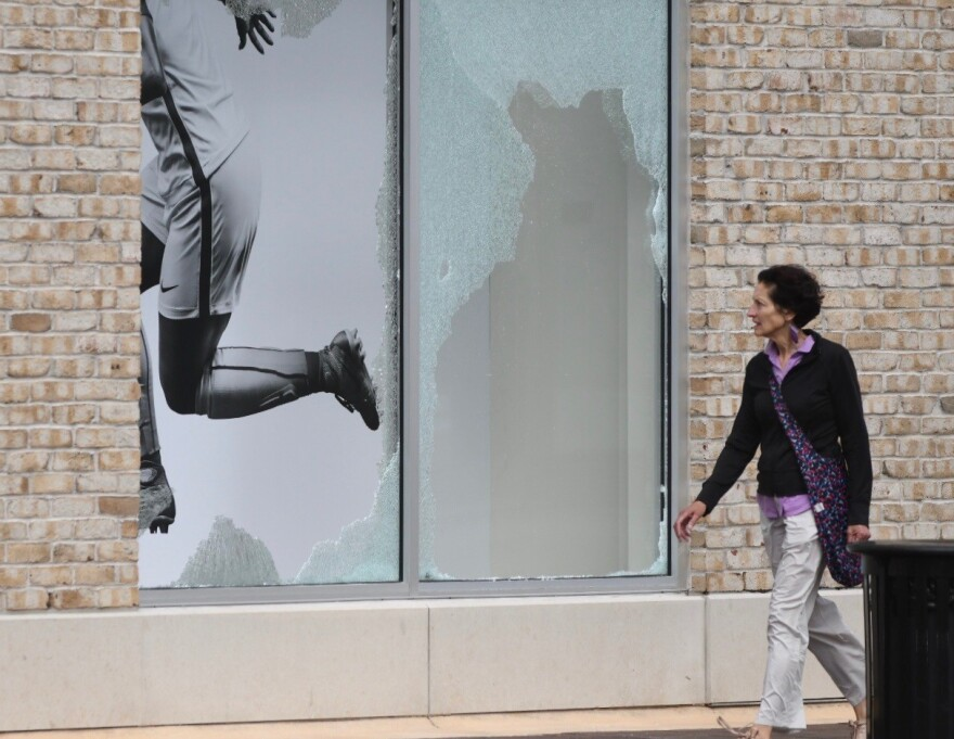 053120_Plaza Broken Window passerby_Moreno.jpg