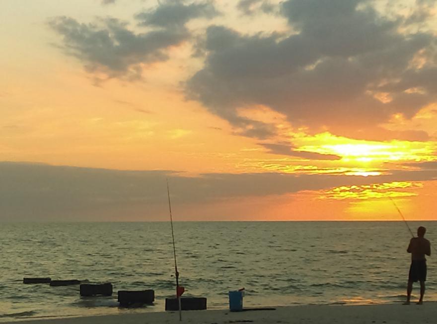naples_beach_fishing_wikimedia_commons.png