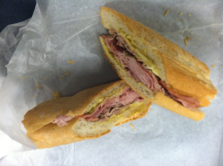 Cuban_Sandwich_must_be_wrapped_in_tissue.JPG