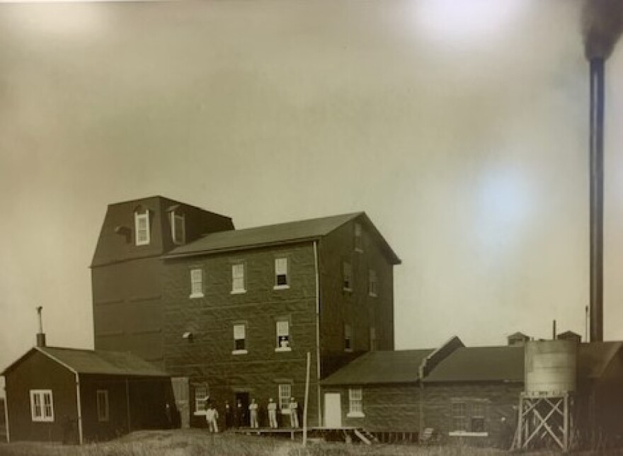 05.13.20_HudsonCreamFlourMill1904_.jpg