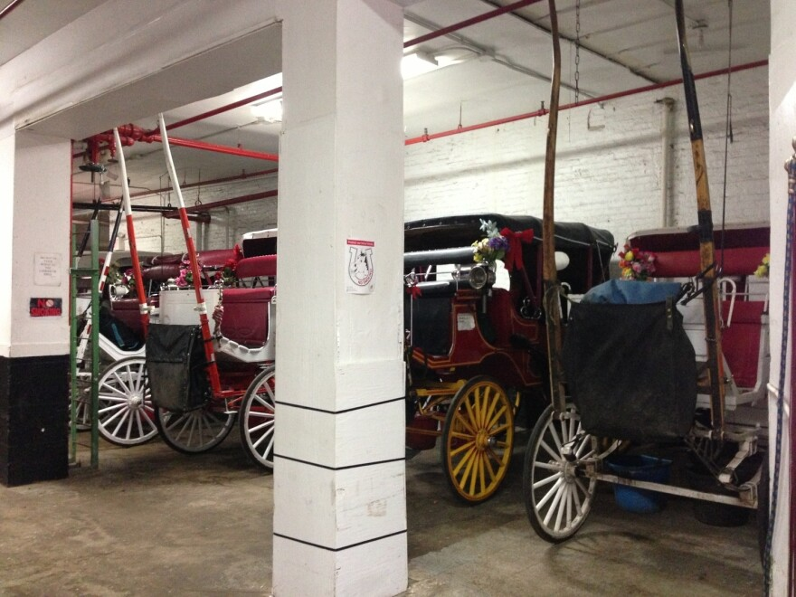 Mayor Bill de Blasio plans to ban horse carriages and replace them with vintage electric cars.