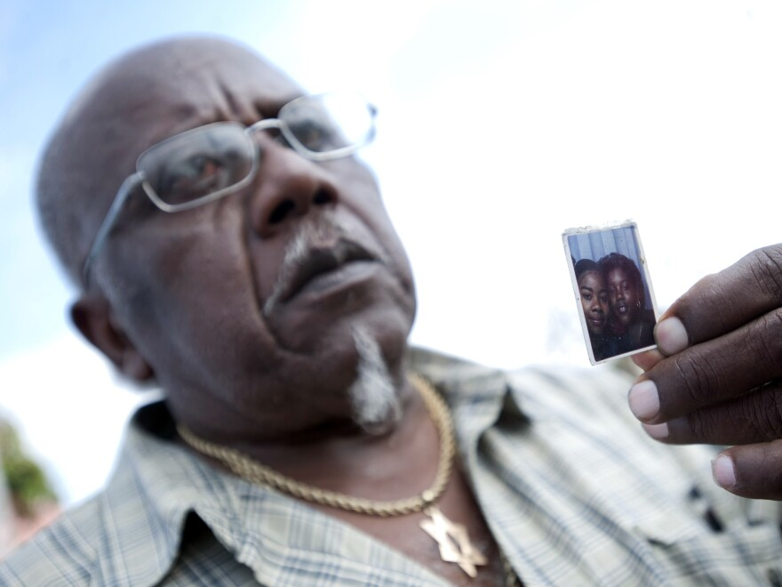 Porter Alexander Jr. holds a photo picturing his deceased daughter, Alicia Monique Alexander, in Los Angeles on July 7, 2010.