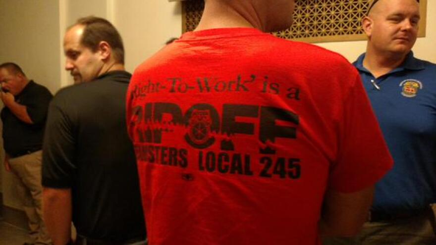 Union supporters wore bright red/orange shirts that showed up in the gallery.