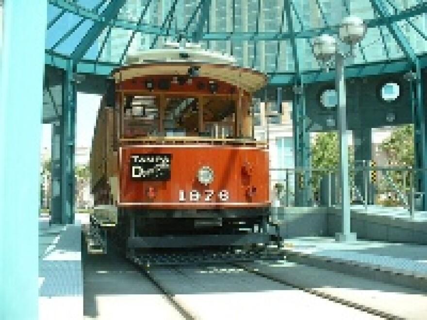 tampa streetcar_12_08_09_h.jpg