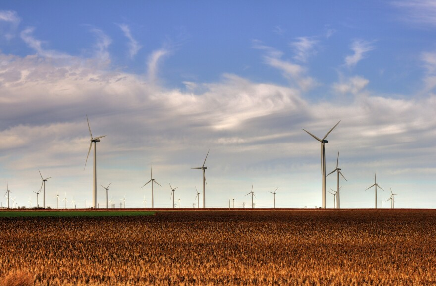 Smoky_Hills_Wind_Farm.jpg