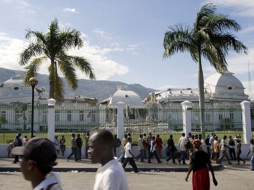 800px-Haiti_National_Palace_damaged.jpg