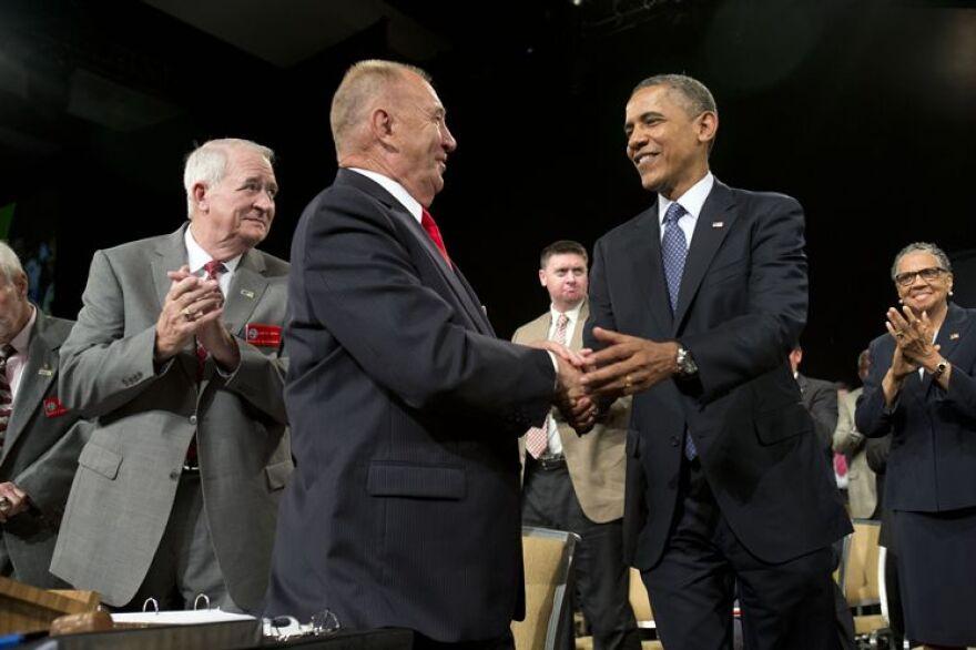 Barack_Obama_and_Larry_Polzin.jpg