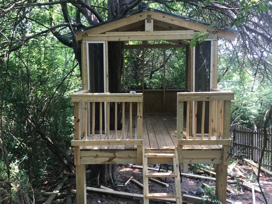 With the help of his children, Knoxville, Tenn., resident Matt Harris put the finishing touches on his dream treehouse on Father's Day.