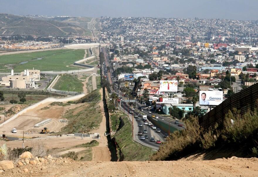 mexican_us_border.jpg