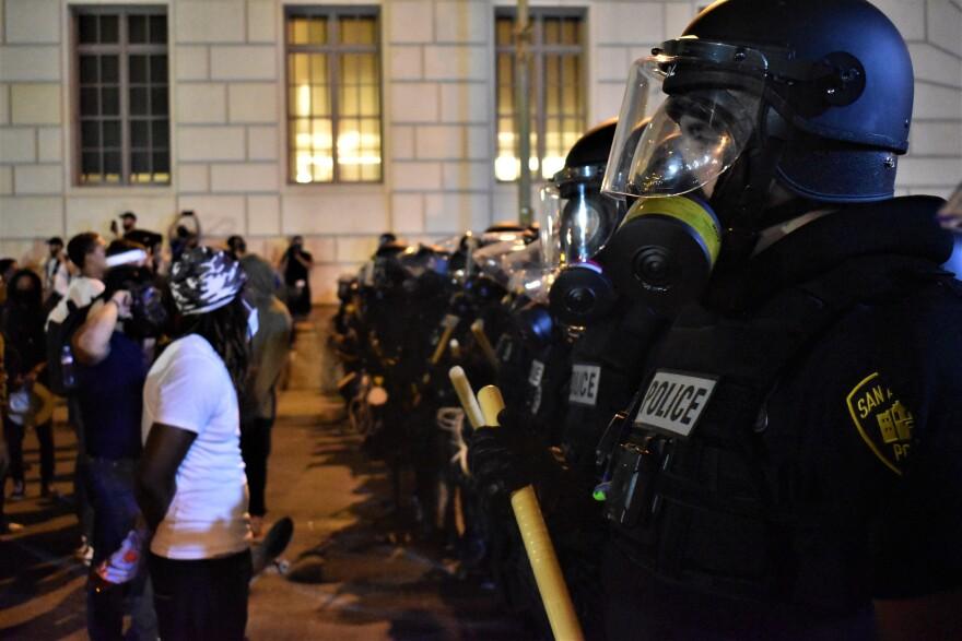 Police-SAPD-Alamo-Riot-Gear-PECK-05302020.jpg