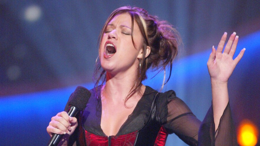 Kelly Clarkson performs during an <em>American Idol </em>broadcast in 2002.