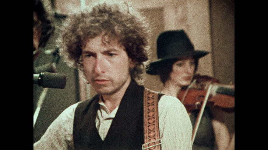 Rolling_Thunder_Revue__A_Bob_Dylan_Story_by_Martin_Scorsese_00_15_19_01-1_R.jpg