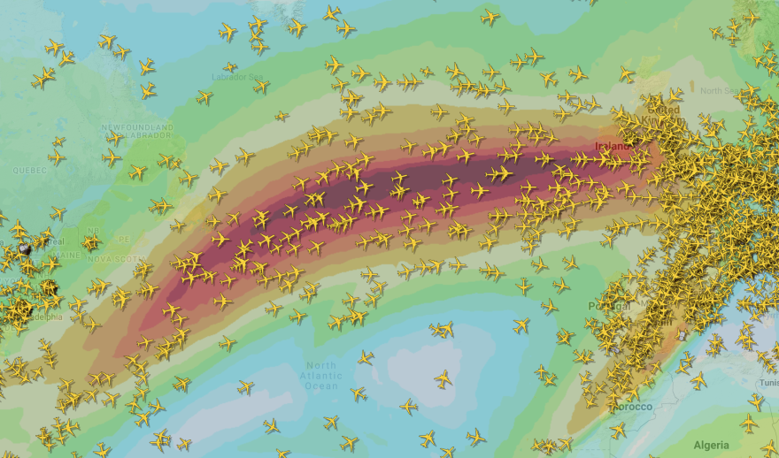Flights cross the Atlantic Ocean in the jet stream, as tracked by Flightradar24.