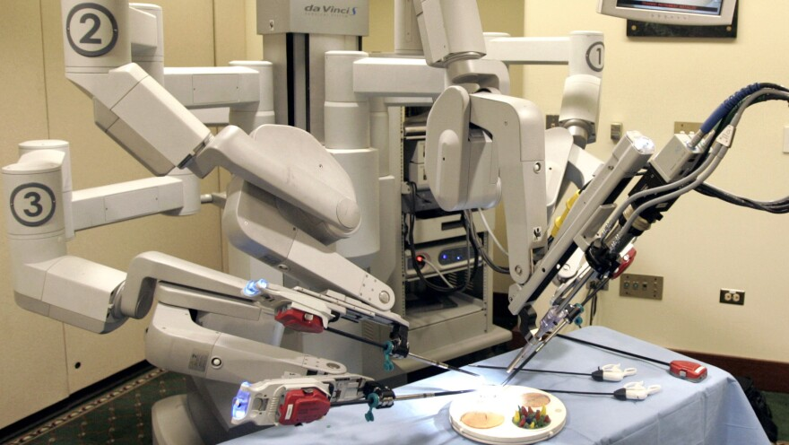 When does it make sense to use a da Vinci robot like this one for surgery?