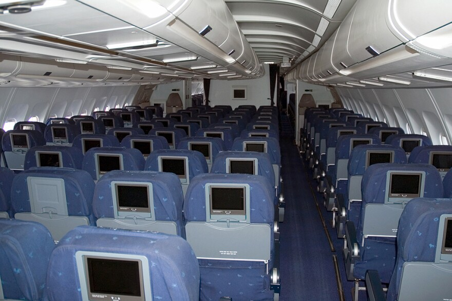 airline_seating_wikipedia_commons.jpg