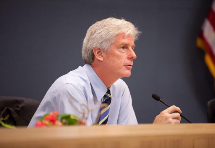 Bill-Spelman-City-Council-Mtg-08182011-By-Daniel-Reese-30.jpg