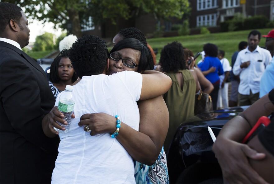 Attendees hug Jacara Sproaps' mother, Janice Sproaps.