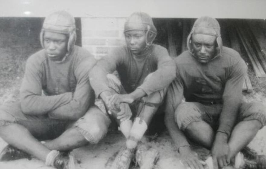Texas_high_school_football_athletes_from_the_1930_s._Photo_courtesy_of_the_Prairie_View_Interscholastic_League_Coaches_Association.jpg