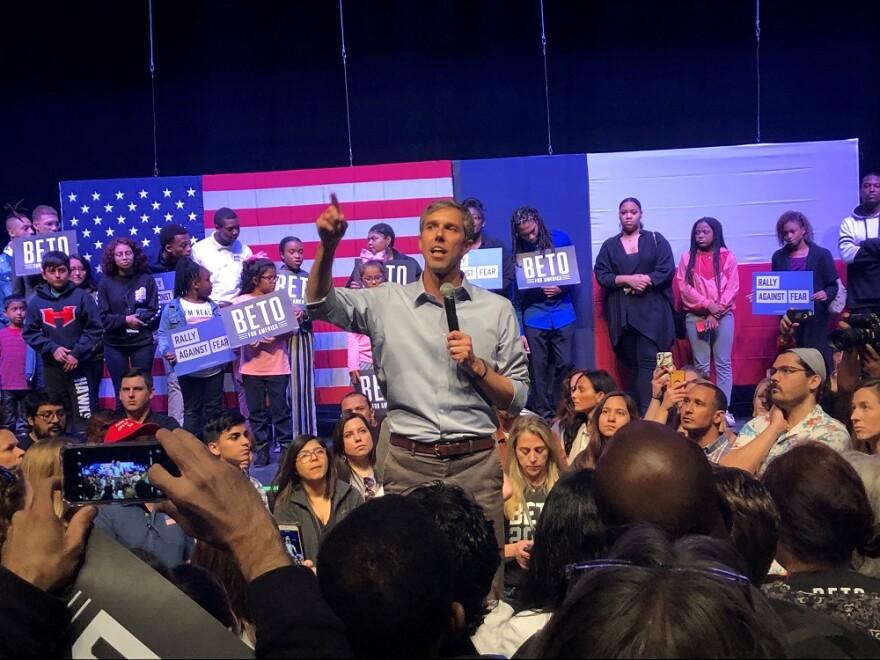 Beto O'Rourke addresses the crowd