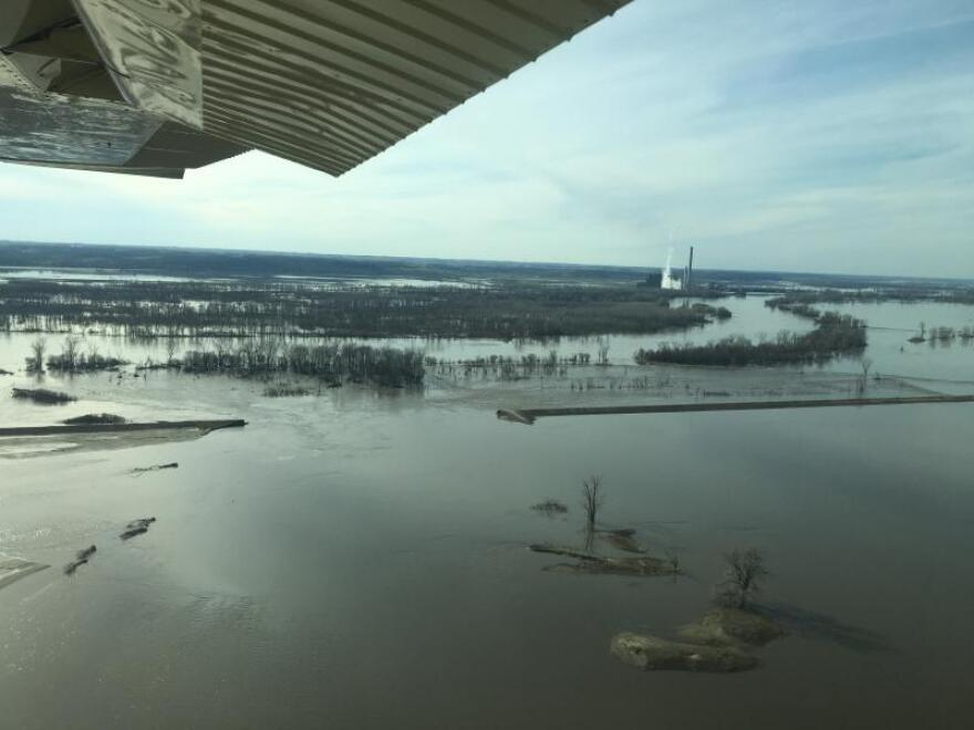 missouri_river_levee_broken_by_flood_near_hamburg_iowa_peggy_lowe.jpg