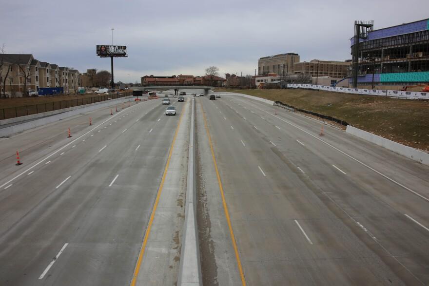I-64 W traffic highway