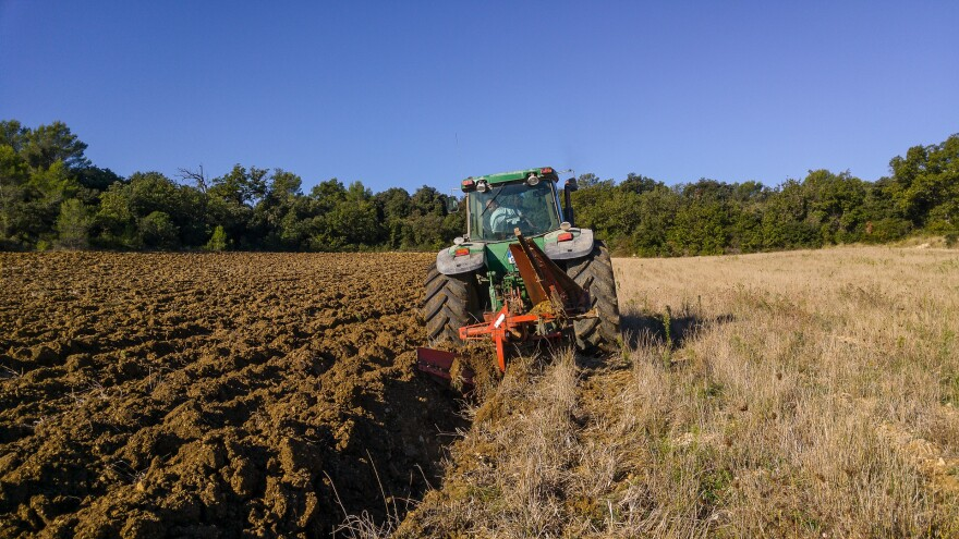 tractor-1732144_1920-agriculture-field.jpg