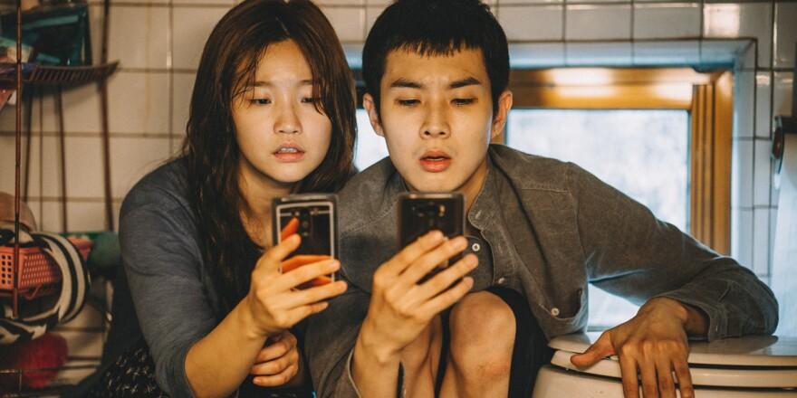 Ki-woo (Choi Woo-sik) and Ki-jung (Park So-dam) get some screentime in Bong Joon-ho's <em>Parasite</em>.