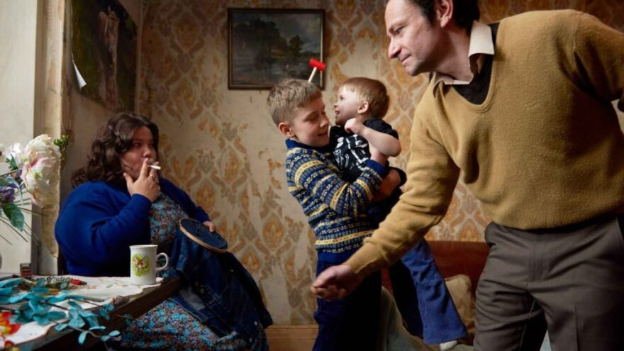 Misery loves company in <em>Ray & Liz</em>, a semi-autobiographical drama about a working-class British family from photographer Richard Billingham.