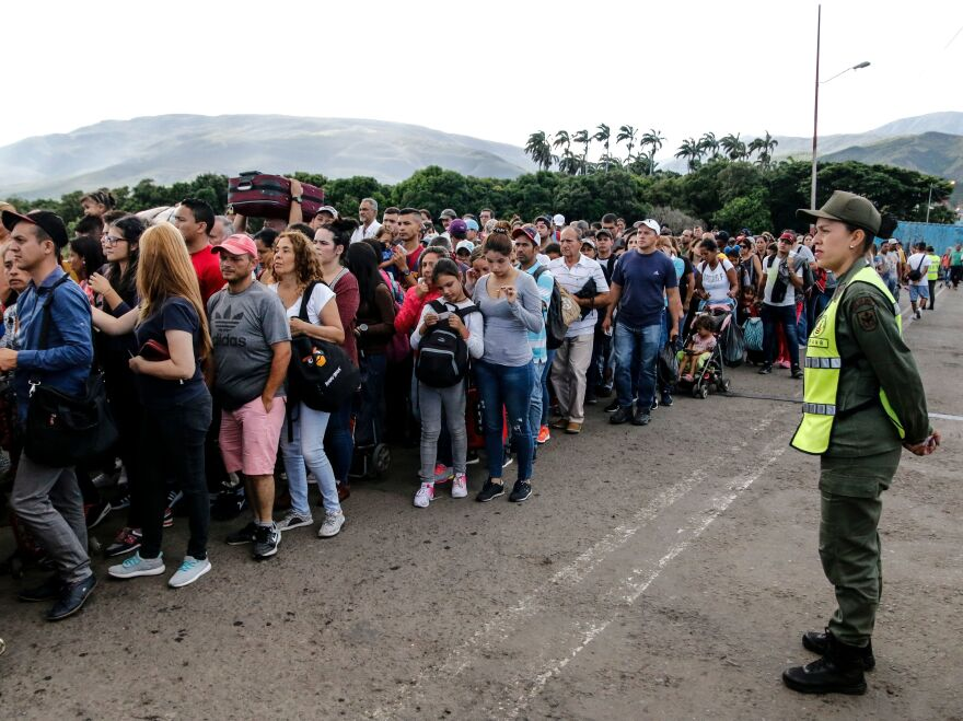 People line up to cross the Simón Bolívar International Bridge from San Antonio del Tachira in Venezuela to La Parada, Colombia, to buy goods.