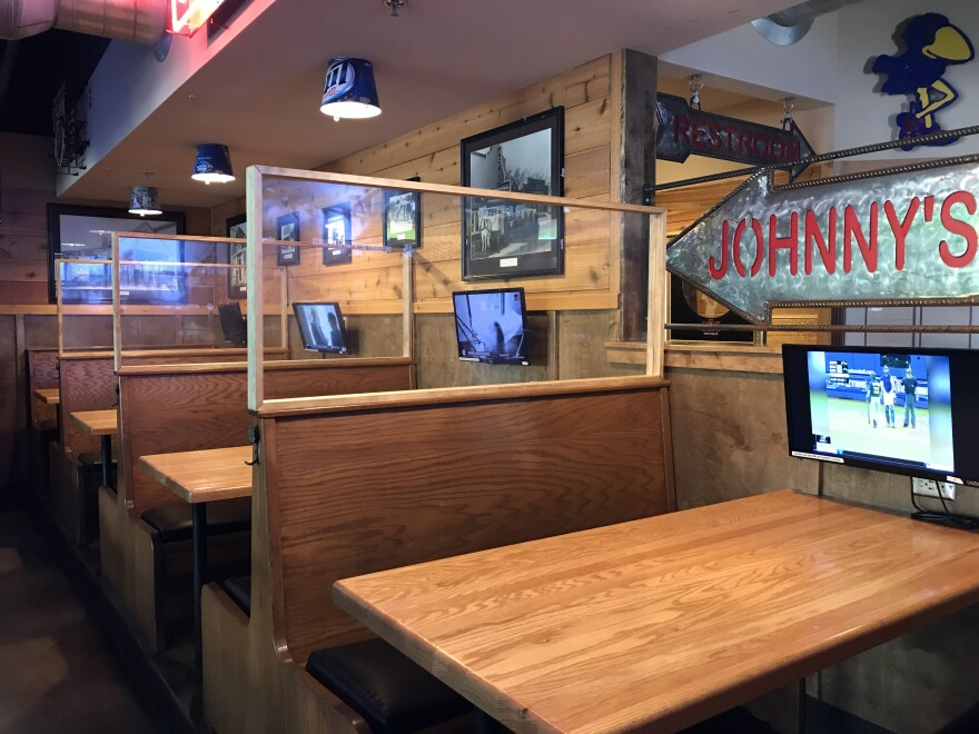 05.27.20_Johnny's Tavern Shawnee New plexiglass guards_Anne Kniggendorf.jpg