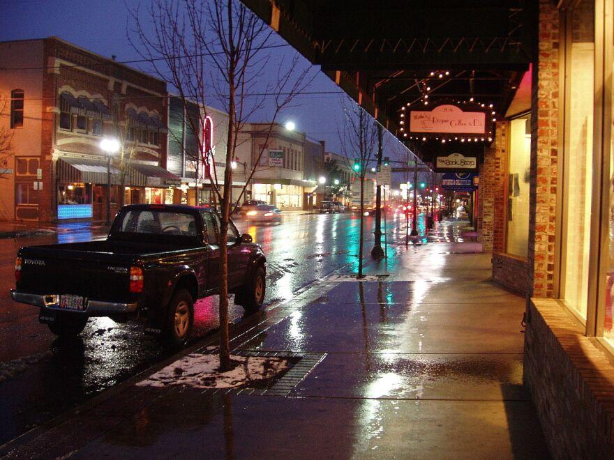 grants_pass_street_night_rain.jpg