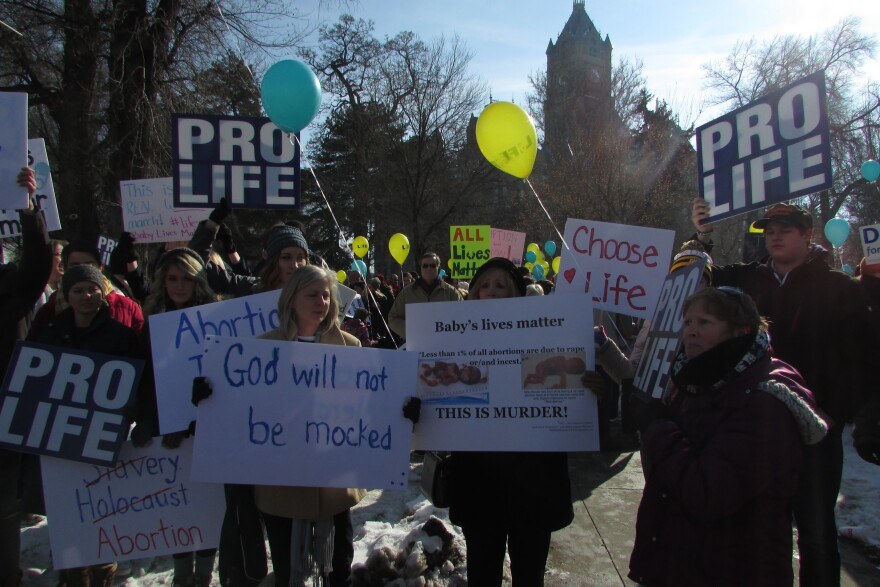 An image of pro-life protestors.