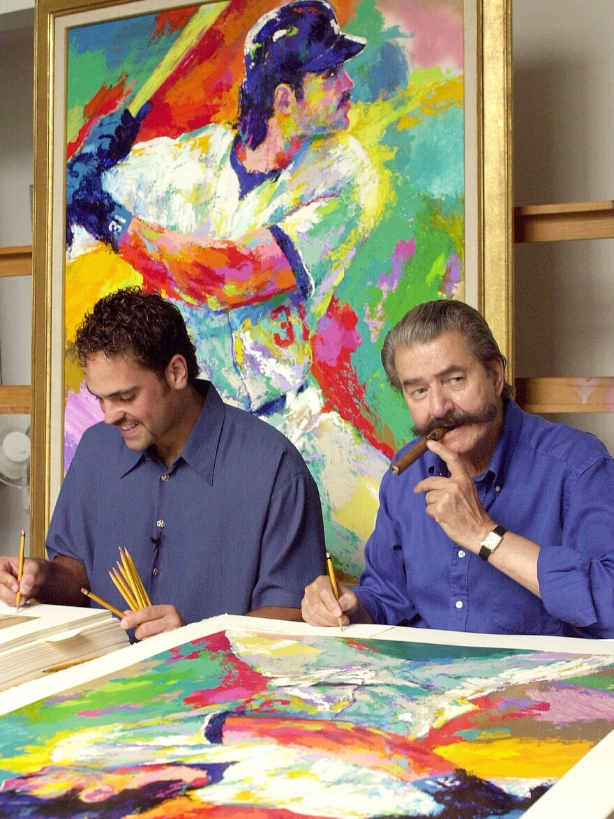 Artist LeRoy Neiman, who died last week at 91, signs serigraphs of baseball's Mike Piazza (left) in 2000.