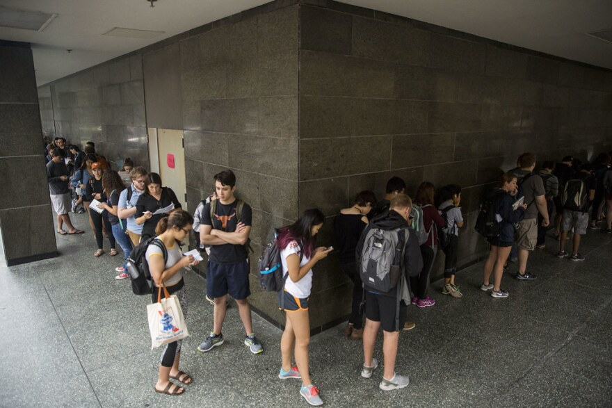 UT Austin students line up to vote