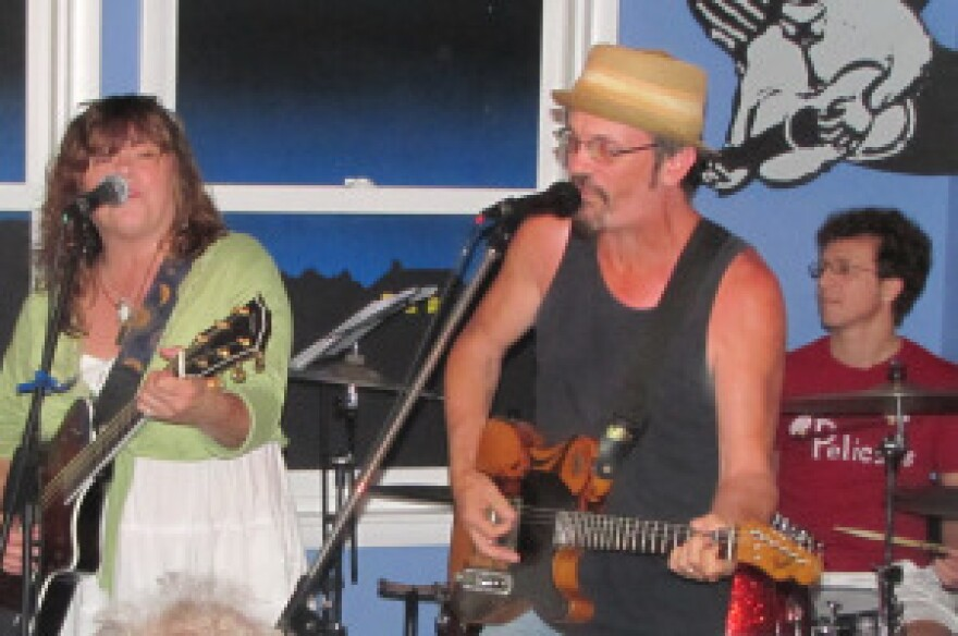 House concerts can be unpredictable. Here, Brian Henneman from the Bottle Rockets (in the hat) joins Susan Cowsill and her band.
