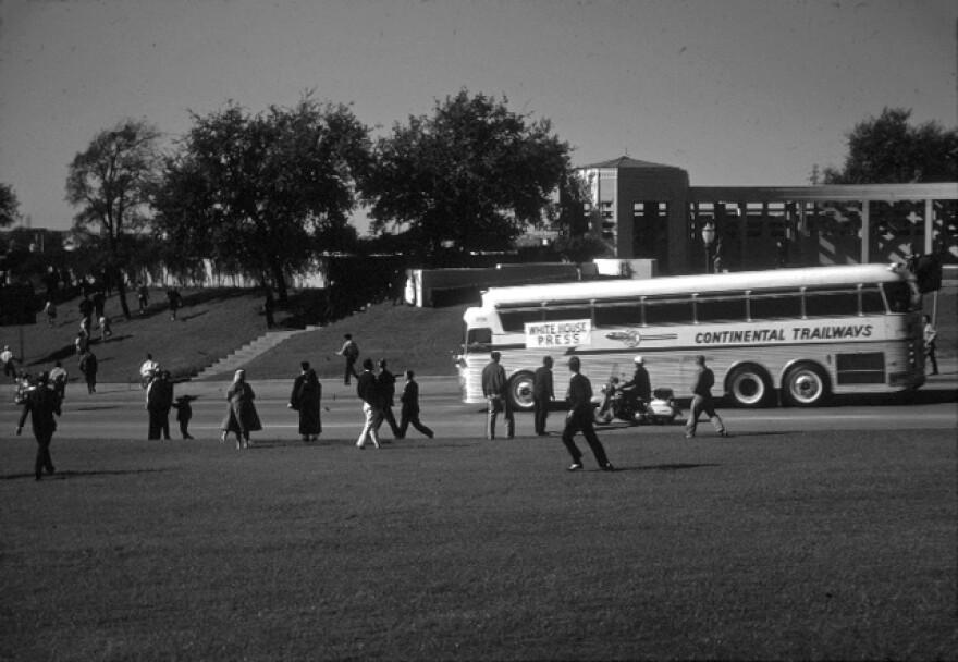 4._Press_Bus.jpg
