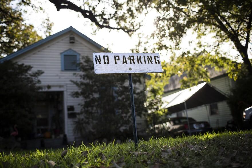 No_parking_sign.jpg