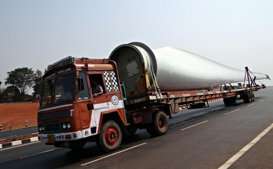 long-vehicle-320309_1280.jpg