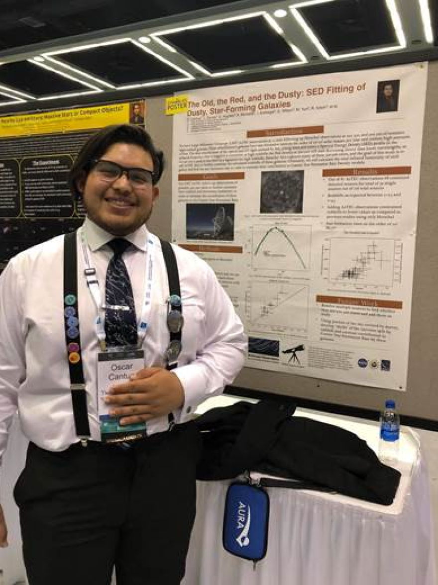 oscar_cantua__january_2019_at_the_american_astronomical_society_meeting_presenting_my_work_from_my_ut_austin_internship..png