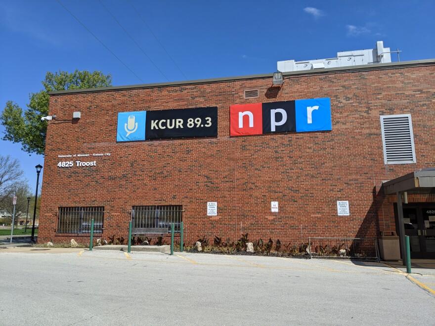 041320_cn_KCUR front of building