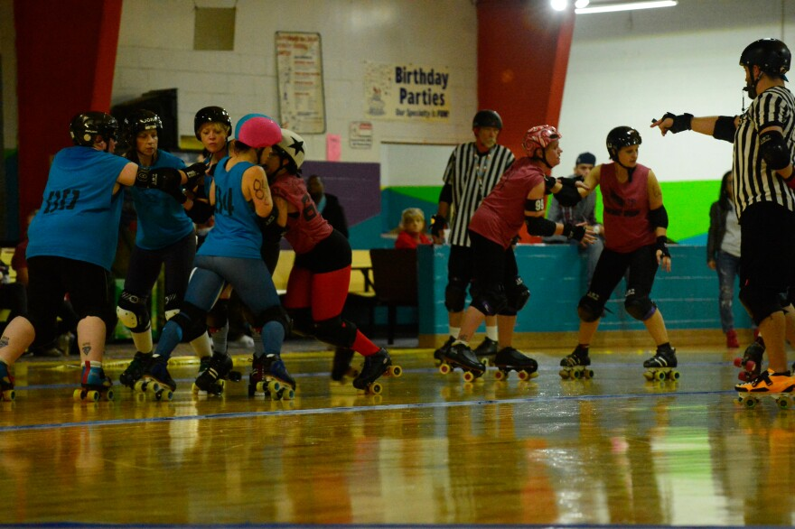 Murder Squad's jammer (with the star on her helmet) trying to get past the pack to score.