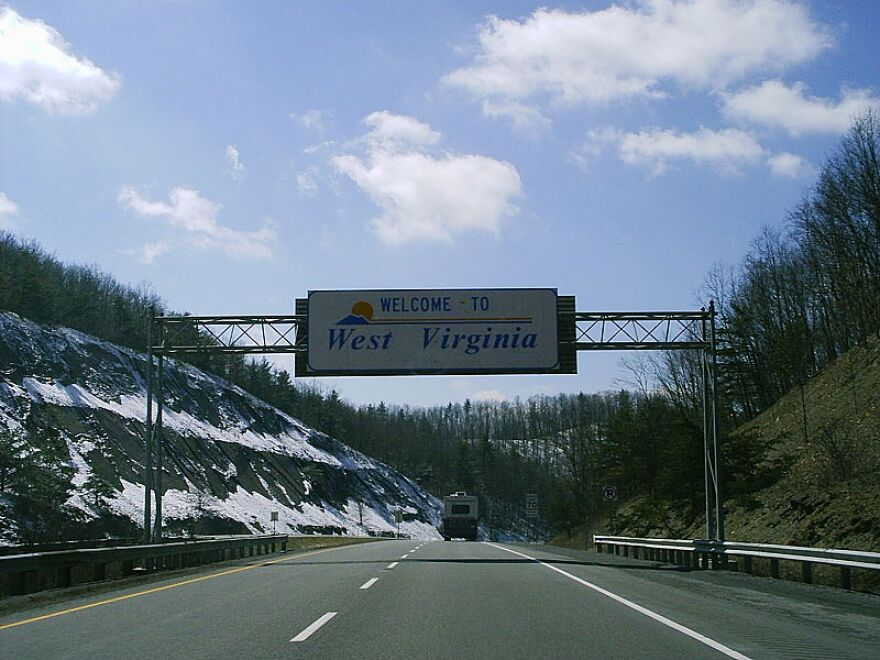800px-West_Virginia_welcome_sign_I-64.JPG
