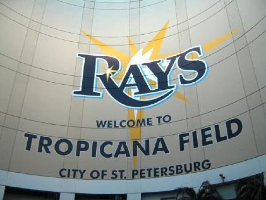 Welcome_to_Tropicana_Field.JPG