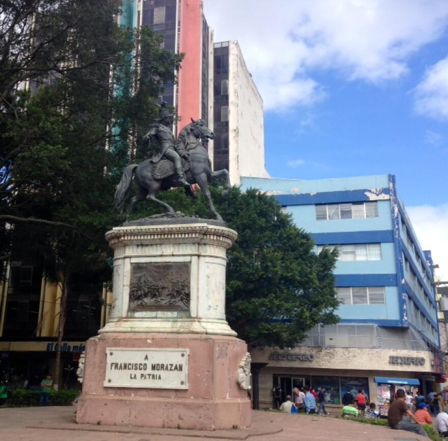 Statue_of_Franscico.JPG