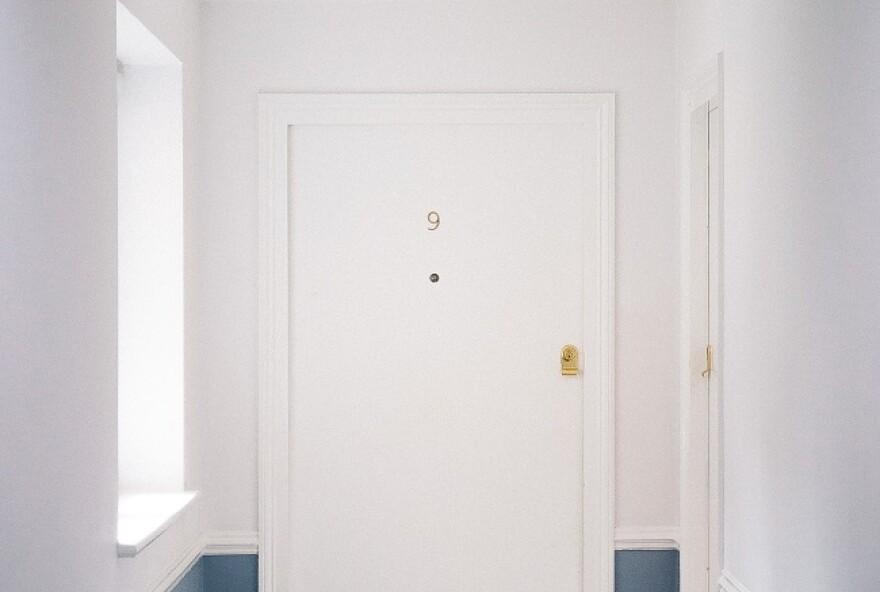 white-flush-door-2820153.jpg