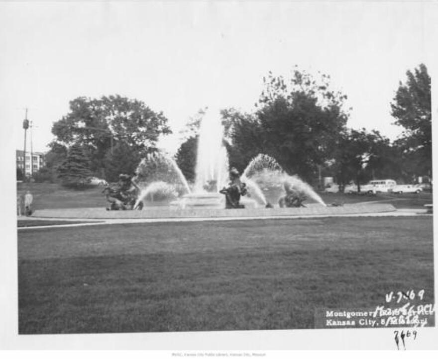 061220_NicholsFounatin 1960_KC Public Library.jpg