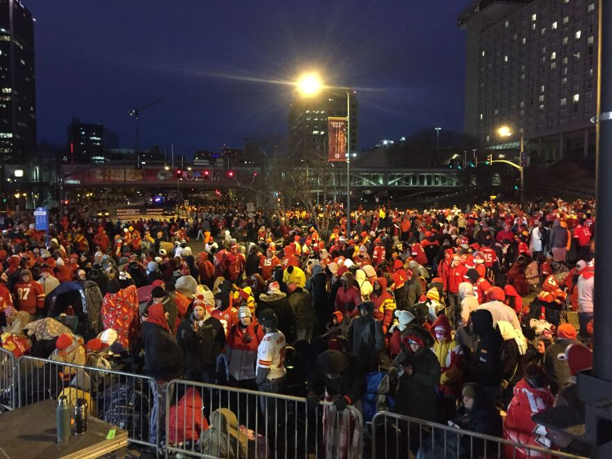 020520_super_bowl_parade_7_a.m._in_front_of_union_station_lisa_rodriguez.jpg