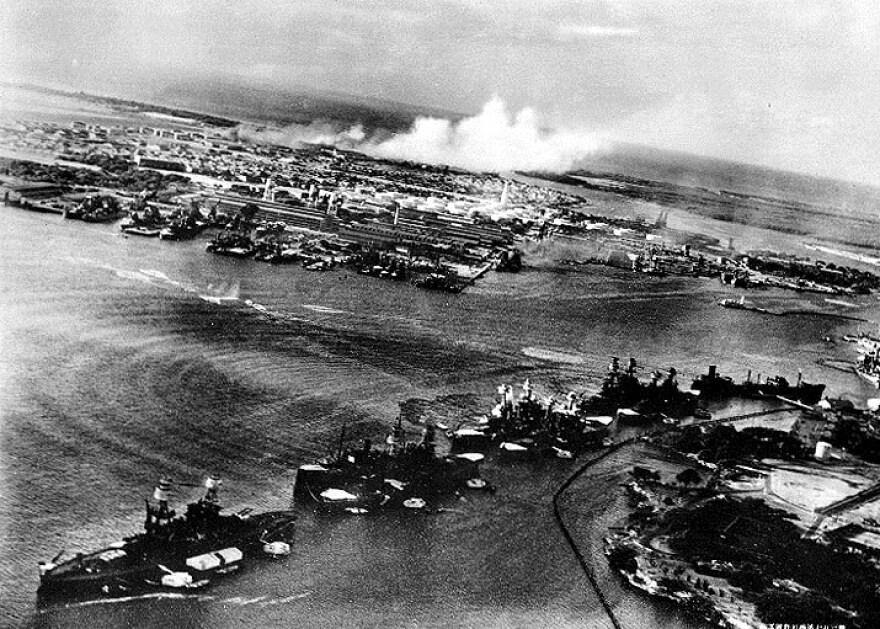 pearl_harbor_wwii_navy_photo_dec_7_1941.jpg