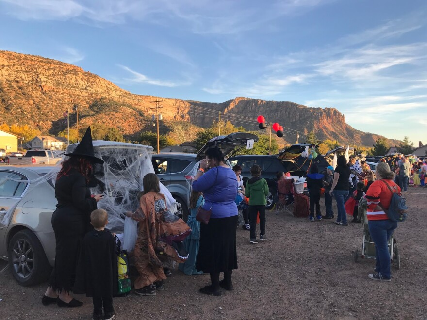 Photo of trunk or treat in Hilldale.